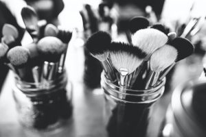 can we use make-up brushes for acrylic painting
