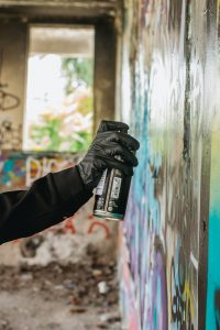 How long for spray paint to dry